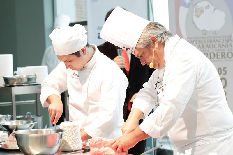 Chef franc s di toque gourmet al cordero regional en show for Chef en frances