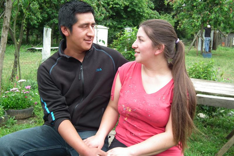 Matrimonio Simbolico Mapuche : Joven matrimonio mapuche refleja nuevo rostro del